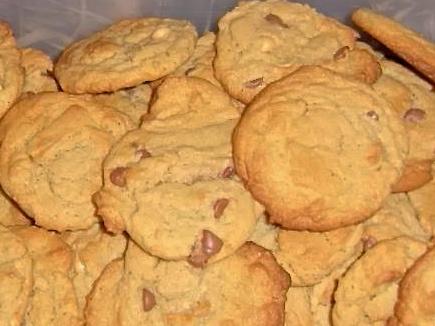 Amish Friendship Bread Chocolate Chip Cookies by Michele Neiber ♥ https://www.friendshipbreadkitchen.com
