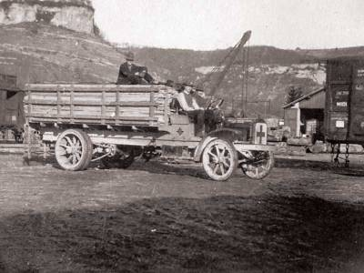Early Service Committee volunteers drove ambulances in combat zones and built homes, roads, and villages in France. They also helped civilians in France, Belgium, Serbia, Austria, and Poland.