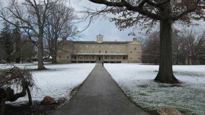 Founders Hall of Haverford College, Pennsylvania. © Tlonorbis via Wikimedia.