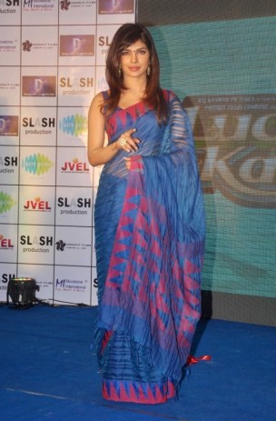 Priyanka Chopra Latest Hot Photos in Saree