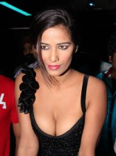 Poonam Pandey Nasha Hot Photos at Premiere Show (15)