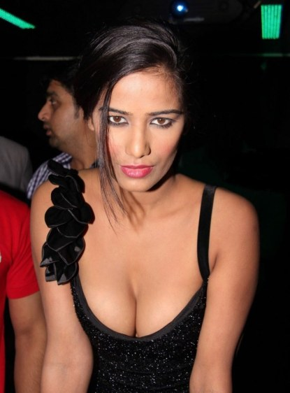 Poonam Pandey Nasha Hot Photos at Premiere Show (4)