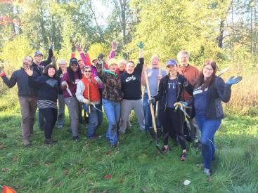 Volunteers from No Ivy Day 2018 - Photo by Isabel LaCourse
