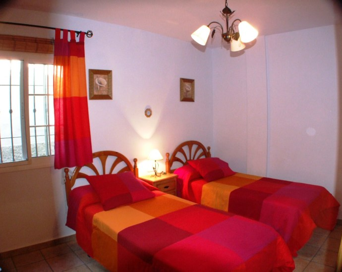 twin single beds bedroom 3 La Molina Frigiliana