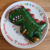 Schokoladen-Kuchen DINO Silikonbackform von HABA #BackenmitKindern #Geburtstagskuchen