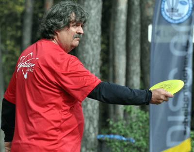 Joachim Thiel (GW Marathon Münster) beim Abwurf auf der Bahn 18 im Waldschwimmbad.