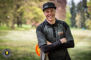 Andre Johnsen i god stil i Tsjekkia. Bilde: Disc Golf World Tour