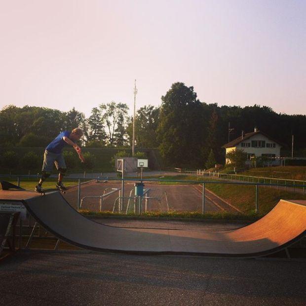 Skating The micro with @gabriel.demierre and @guillaumefsk #skate #frisek #skateboarding #shred
