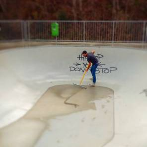 Wet bowl! Fuck!#frisek #frisekteam #saanen #skate #skateboarding #bowl #automne