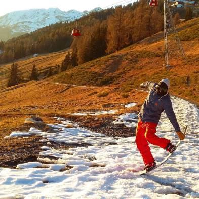 Merry greenmas from @frisek !#frisek #frisekteam #snowboard #suisse #cransmontana #nowinter @mitchfsk
