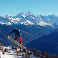 @mitchfsk #frisek #frisekteam #snowboard #suisse #cransmontana #nowinter #snow #shred @cransmontanaparks 📷 @guillaumefsk