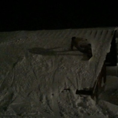 #allday #allnight #frisek @laurent5_4 #shreding #roof #champery #lescrosets #telechamperycrosets #portesdusoleil #skinocturne #nightsession @tele_champery_crosets #carve #frisekteam #casentlesapin #snowboard #snowboarding #switzerland 🎥 @vvchiche