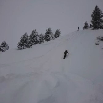 Première grosse pow de la saison 👌❄️ #frisek #champerylescrosets #champery #snowboard