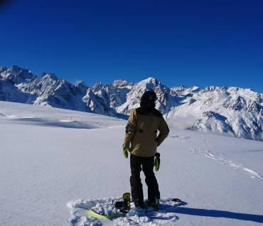 POWMonday at the office #frisek #snowboard #liddes #vicheres @laurent5_4 @guillaumefsk