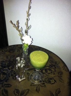 Smoothies med avokado och gröna blad