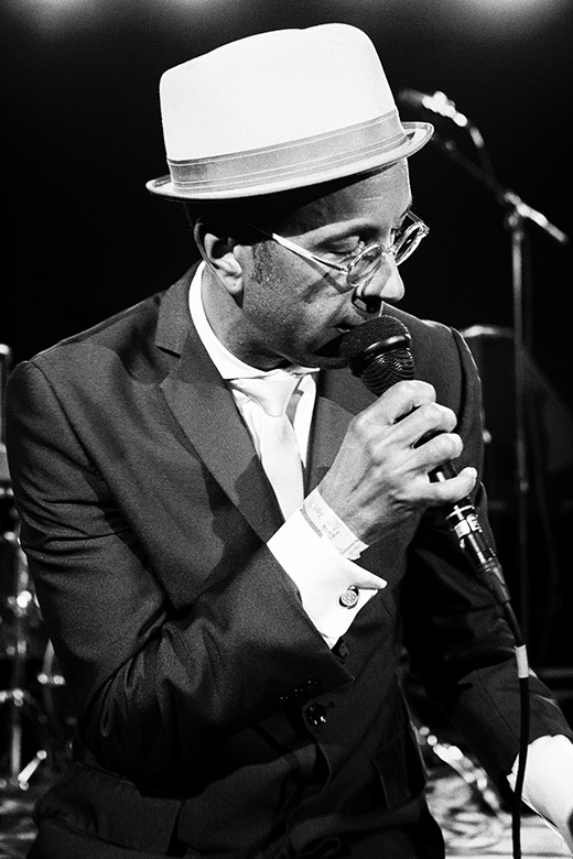 photographer friso kooijman amsterdam groningen shawn amos reverend blues jazz music concert live black white vintage artist singer songwriter cover USA Los Angeles fotograaf zwart wit muziek artiest harmonica