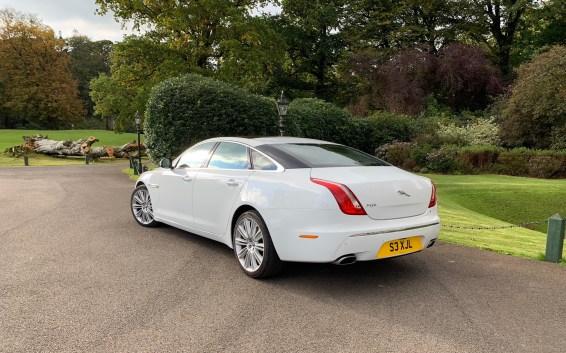 Der Hochzeitswagen - ein Jaguar XJL.