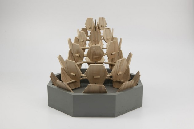 """""""Pine Cone Humidifier"""", di Ray Zilei Jiao. Umidificatore naturale ispirato alla struttura di una pigna, che si espande quando rilascia vapore acqueo e si chiude quando assorbe l'acqua"""