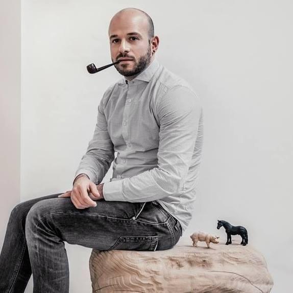 Il designer Vito Nesta (foto: Alessandro Esposito | courtesy: Cadriano)