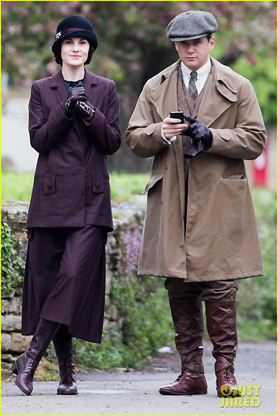 downton-abbey-season-five-phone