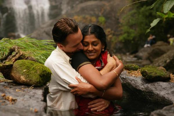 still-of-nandita-das-and-linus-roache-in-before-the-rains-(2007)-large-picture