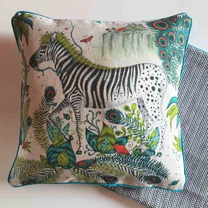 ..Designer Kissen Lost world Emma Shipley