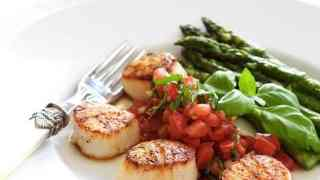 Seared Sea Scallops with Tomato Red Onion and Balsamic Salsa