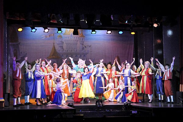 Cast of Snow White in Frome production