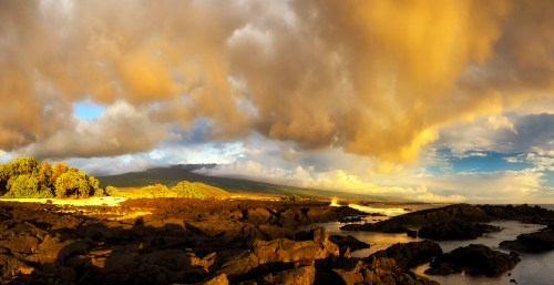 Panoramic view of Hualalai Mountain in the sunset