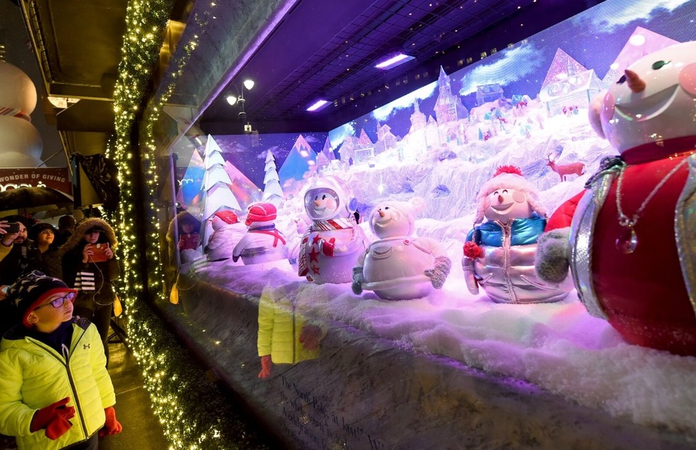 Christmas In New York The City S Best Holiday Window Displays