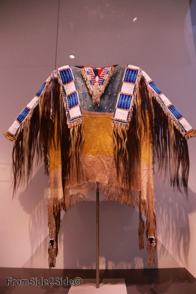 1865 Teton Sioux : le grand chef Lakota a été photographié dans cette tunique