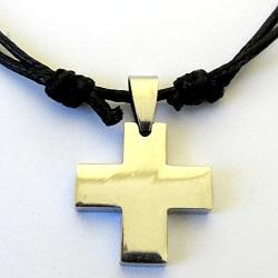 Cross pendant necklace Laura Ashley Samuels in Walk of Fame (2017)