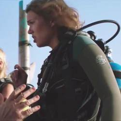 Wetsuit Mandy Moore in 47 Meters Down (2017)