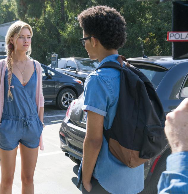 Backpack Rhenzy Feliz (Alex Wilder) in Runaways