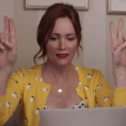 Lemon print cardigan Leslie Mann in Blockers (2018)