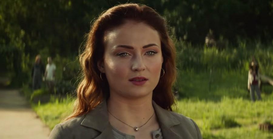 Pendant necklace Sophie Turner in Dark Phoenix (2019)