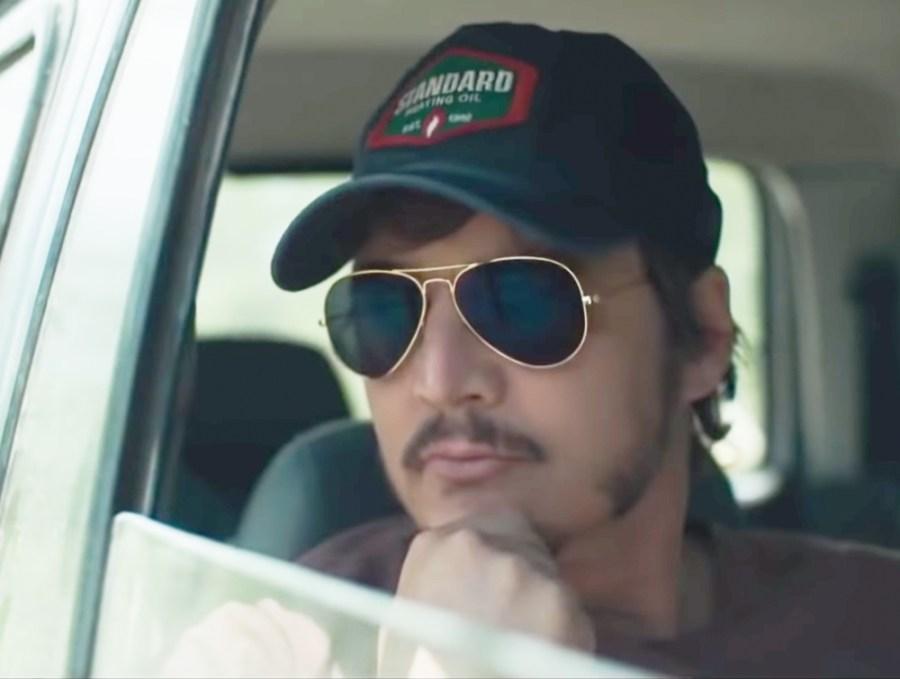 Aviator sunglasses Pedro Pascal in Triple Frontier (2019)