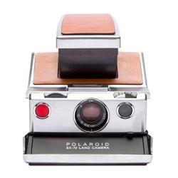Polaroid camera John Goodman in Captive State (2019)