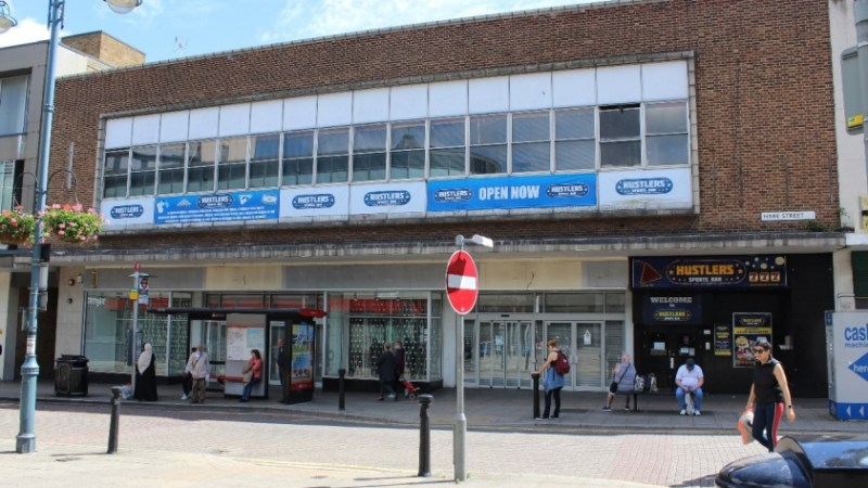Sports Direct to open new Woolwich branch at Peacocks site