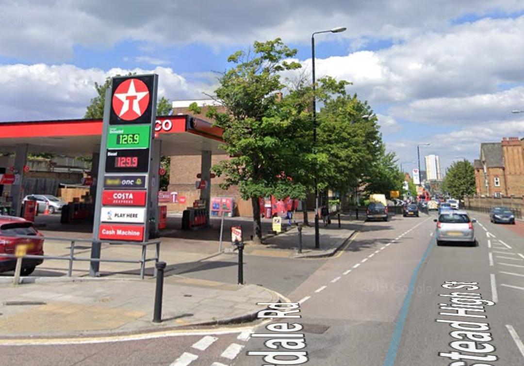 Stabbed man dies: Plumstead High Street closed