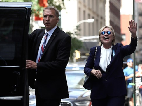 NEW YORK, NY - SEPTEMBER 11: Democratic presidental nominee former Secretary of State Hillary Clinton waves as she leaves the home of her daughter Chelsea Clinton on September 11, 2016 in New York City. Hillary Clinton left a September 11 Commemoration Ceremony early after feeling overheated and went to her daughter's house to rest. (Photo by Justin Sullivan/Getty Images)
