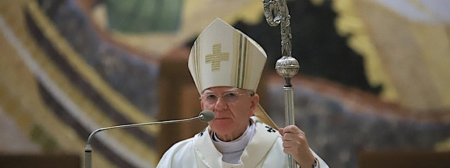 Abp Marek Jędraszewski: Precz z tęczową zarazą neomarksistów, chwała polskim Bohaterom!