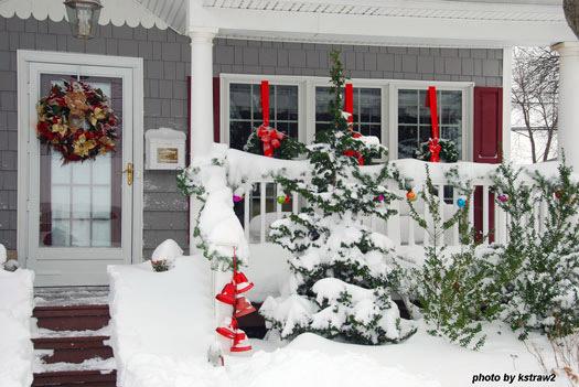 Diy Christmas Porch Ideas 26