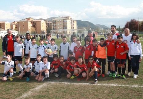 Il gruppo Pulcini Pro Calcio e Real l'Aquila