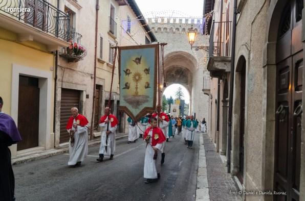 Festa-di-San-Giuseppe-da-Leonessa-(13-settembre-2015)-Processione-vescovo-Pompili-foto-Daniel-e-Daniela-Rusnac-21