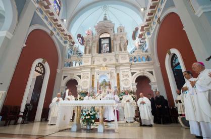 Papa-Francesco-nel-Santuario-della-Virgen-de-la-Caridad-del-Cobre-a-Santiago-03