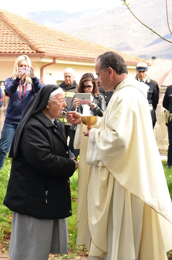 Santa-messa-di-Pasqua-Amatrice-2017-foto-Daniela-Rusnac-18