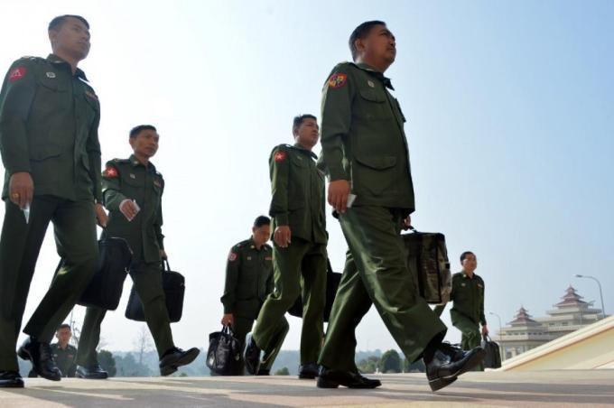 အခြေခံဥပဒေပြင်ဆင်ရေးကော်မတီ ဖွဲ့စည်း၊ ပြည်ခိုင်ဖြိုးနှင့် တပ်မတော်သားကိုယ်စားလှယ်များ မပါဝင်သေး   Frontier Myanmar