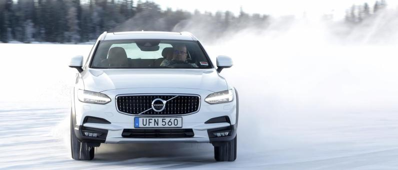 Volvo V90 Cross Country 2017 Phil Huff 08