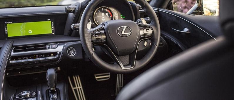 Lexus LC 500 2017 08